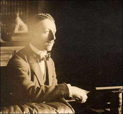 Gabriele d'Annunzio dans son bureau au Moulleau